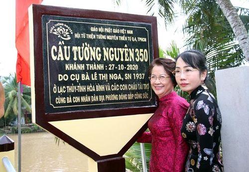 Gia đình cụ bà ở Hòa Bình xây tặng cầu giao thông dài 72m tại Bến Tre