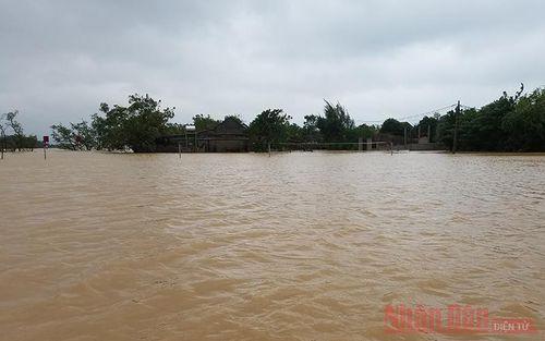 540.000 USD giúp phụ nữ và trẻ em gái bị ảnh hưởng bởi lũ lụt ở miền trung