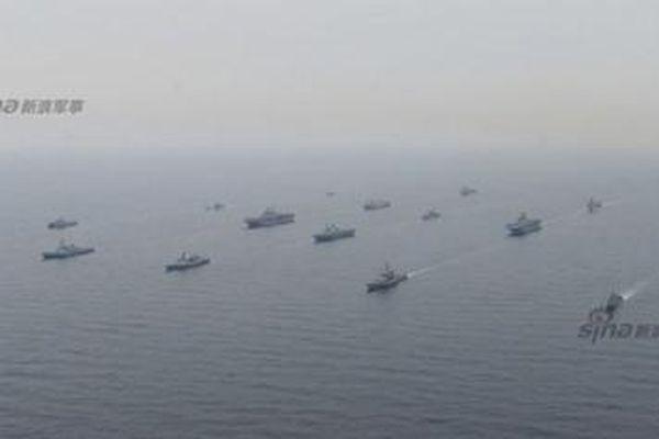Hoành tráng hàng chục tàu chiến Mỹ-Hàn tập trận Đại bàng non