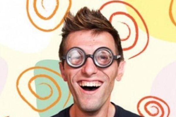 Cười đùa quá khích có thể là biểu hiện thần kinh