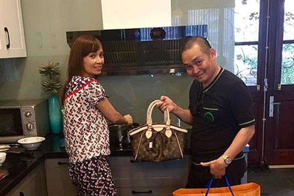 Hot Face sao Việt 24h: Xuân Hinh mua quà 'nịnh' vợ