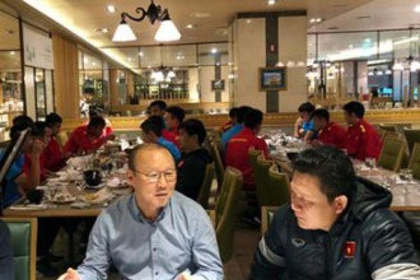 HLV Park Hang Seo tặng 'vũ khí' đặc biệt cho cầu thủ U19 Việt Nam