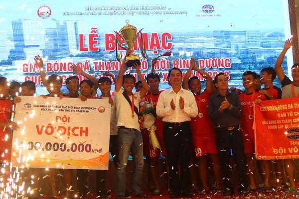 Bình Hòa-TPK lần thứ 3 liên tiếp vô địch giải bóng đá Thành phố mới Bình Dương