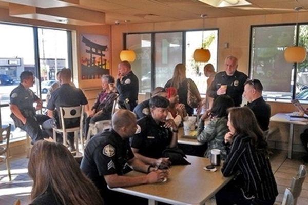 Chile: Cảnh sát mở quán cà phê để tiếp xúc với dân