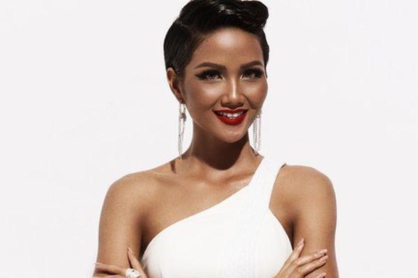 Hoa hậu Hoàn vũ H'Hen Niê gây ấn tượng với làn da nâu khỏe mạnh