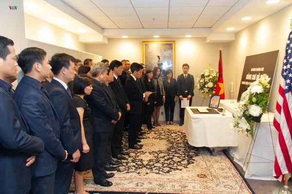 Đại sứ quán Việt Nam tại Mỹ tổ chức lễ viếng nguyên Tổng Bí thư Đỗ Mười