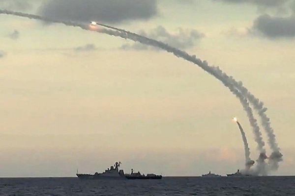 Tên lửa Nga tung hỏa lực, phá hủy mục tiêu kẻ thù