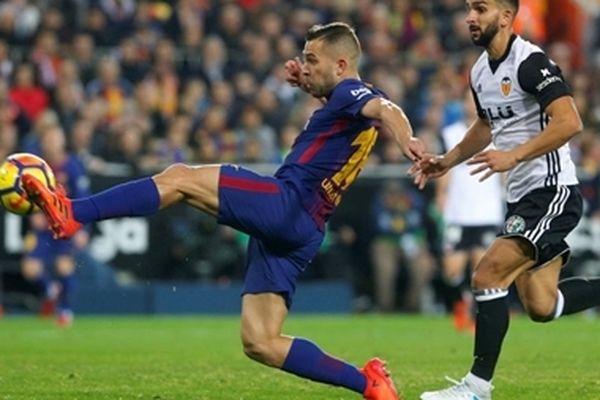 Messi lập công, Barca vẫn mất ngôi đầu