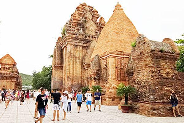 Tháp Bà Ponagar qua Mộc bản triều Nguyễn