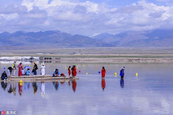Đẹp mê mẩn hồ nước mặn Chaka- 'tấm gương của bầu trời'