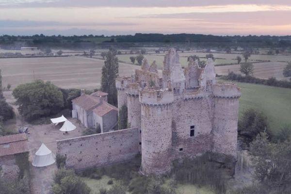 Sở hữu một phần lâu đài Pháp chỉ với 58 USD