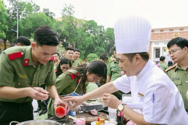 Học viện An ninh Nhân dân: Đàn ông vào bếp tôn vinh Ngày Phụ nữ Việt Nam
