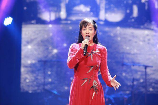 Diva Hồng Nhung xin lỗi khán giả vì hát nhầm ca khúc 'Thu vàng'