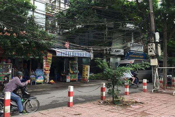 Người Hà Nội sống chung với dây điện 'mạng nhện, mắc võng'