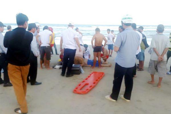 Du khách đột quỵ khi tắm biển