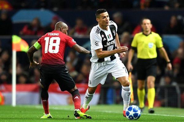 Ronaldo và Juventus dễ dàng đánh bại M.U