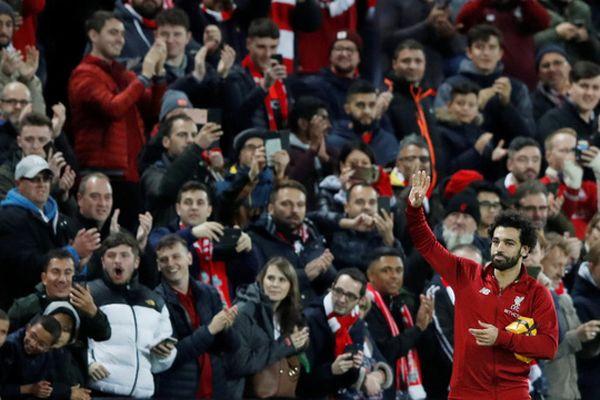Mohamed Salah giải tỏa cơn khô hạn bàn thắng, nhận quà độc từ CĐV