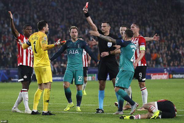 Chia điểm với PSV, Tottenham tự đưa mình vào thế khó