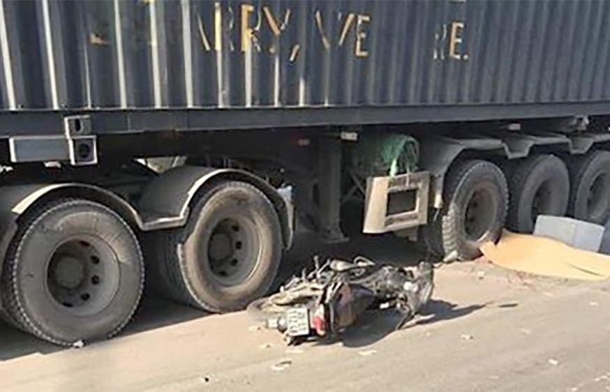 Nam giáo viên nước ngoài bị xe container cán tử vong