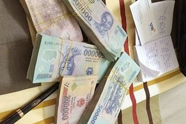 Người dân khốn đốn vì hai vợ chồng 'chủ họ' tuyên bố vỡ nợ