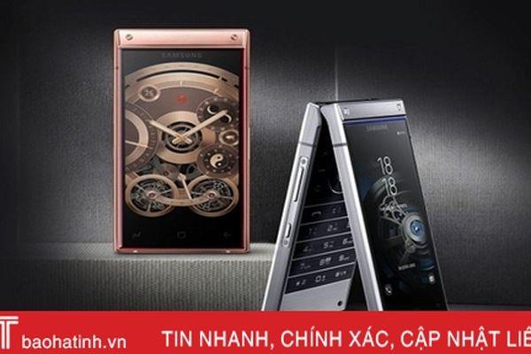 Smartphone nắp gập, 2 màn hình giá gần 3.000 USD của Samsung