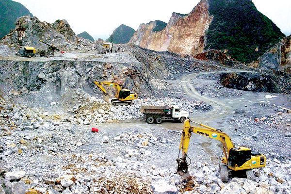 Khổ vì khai thác khoáng sản