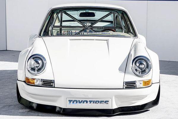 Chiếc Porsche 911 này sử dụng động cơ Tesla, mạnh ngang Lamborghini Aventador