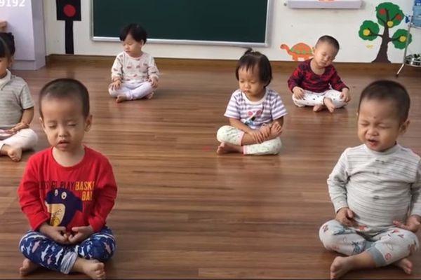 6 bé ngồi thiền 'đốn tim' dân mạng