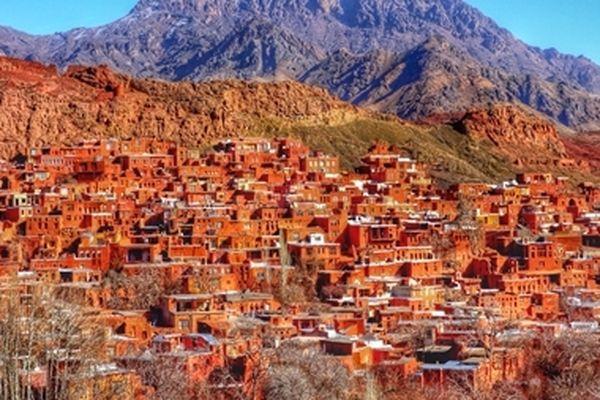 Độc đáo ngôi làng cổ làm bằng bùn đỏ