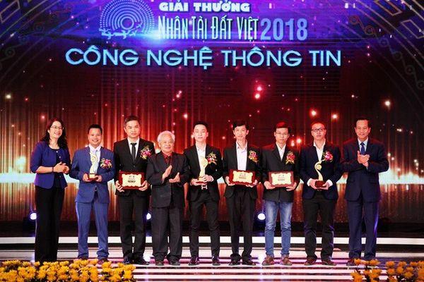 FastGo dành toàn bộ tiền thưởng cuộc thi Nhân tài Đất Việt tặng học bổng