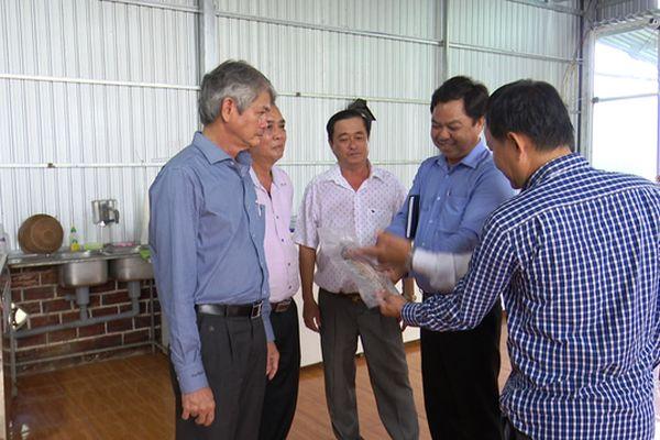 Lãnh đạo tỉnh thăm các cơ sở sản xuất, kinh doanh vùng biên giới