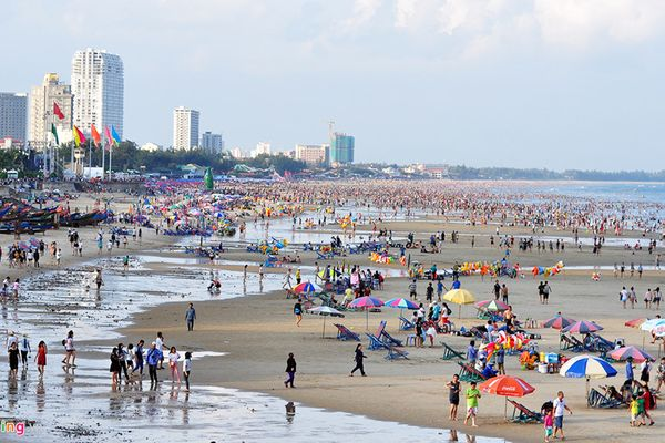 Bão áp sát đất liền, Vũng Tàu cấm người dân, du khách tắm biển