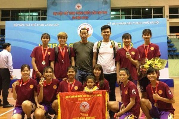 'Món quà' bất ngờ của đội nữ bóng rổ Cần Thơ