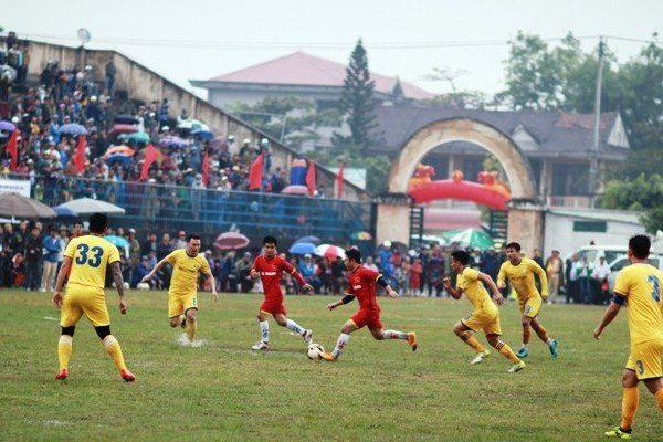 Trận bóng đá từ thiện ở Ba Đồn: Cơn mưa thử thách lòng người