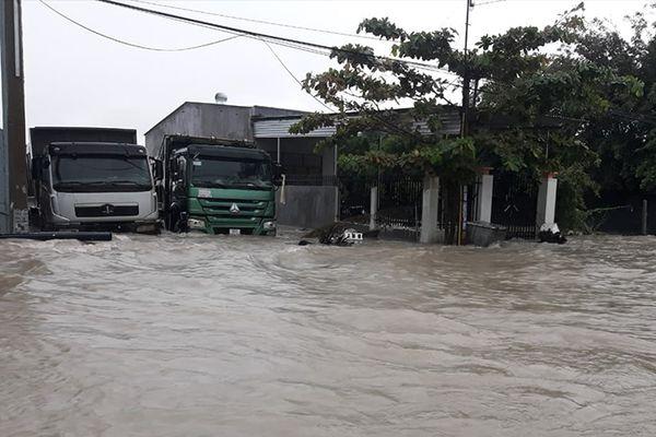 Cam Ranh: Mưa lớn gây ngập nặng nhiều nơi