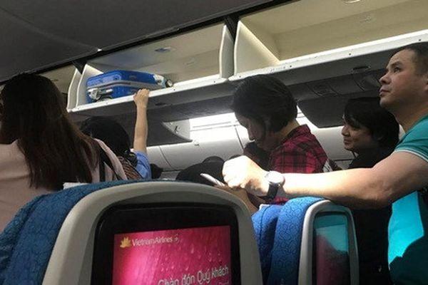 Hành khách choáng váng vì chuyến bay 'toát mồ hôi hột' của Vietnam Airlines