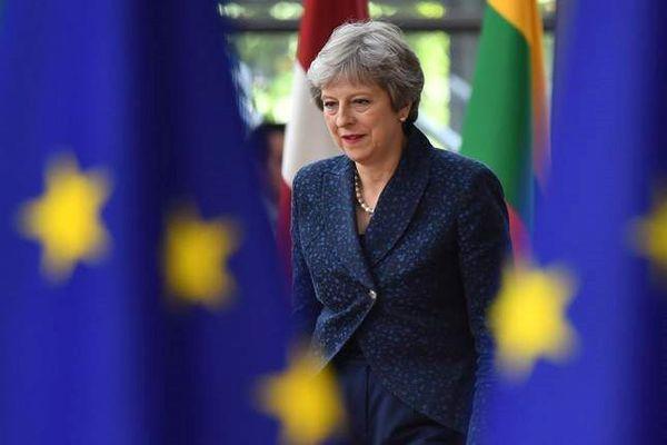 Brexit: Thỏa thuận của Theresa May có thể khiến Vương quốc Anh thâm hụt £100 tỷ mỗi năm