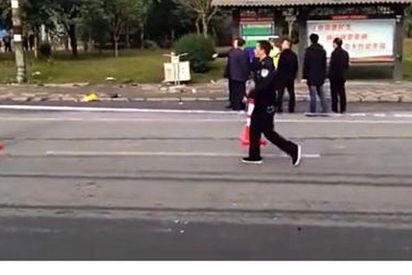 'Xe điên' lao vào trạm xe buýt tại Trung Quốc, 7 người thiệt mạng