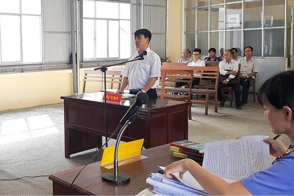 Vụ giảng viên dọa giết hiệu trưởng: Luật sư đòi triệu báo chí