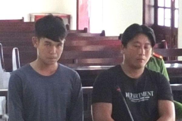 2 bị cáo lãnh án tù vì khai thác cát sông trái phép