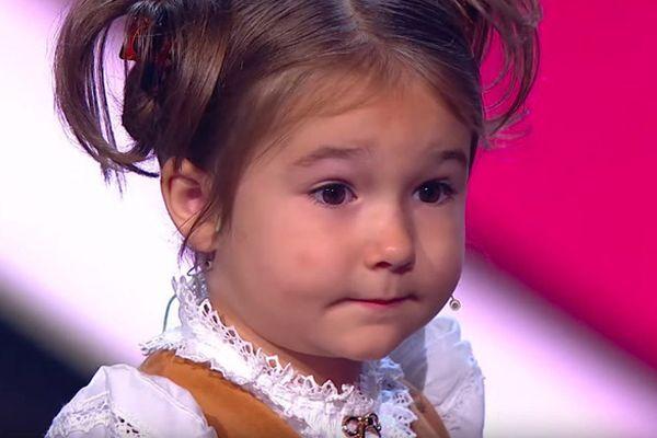Cô bé 6 tuổi nói 8 ngôn ngữ khiến cả nước Nga xôn xao