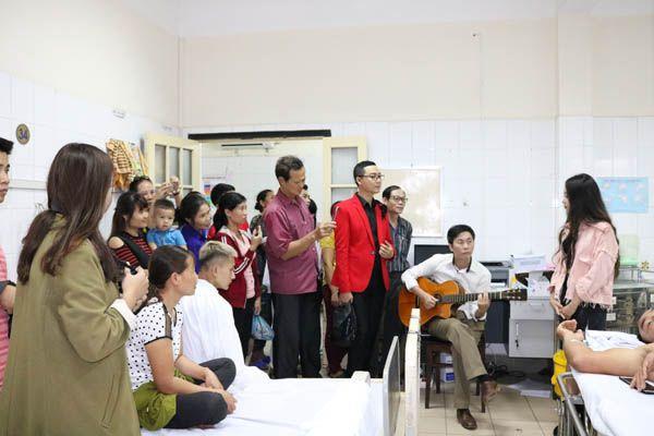'Mang âm nhạc đến bệnh viện': Món quà tinh thần vô giá
