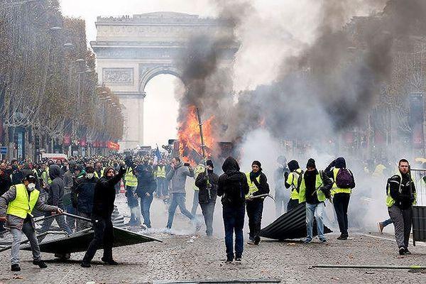 Ðằng sau những đám khói ở Paris
