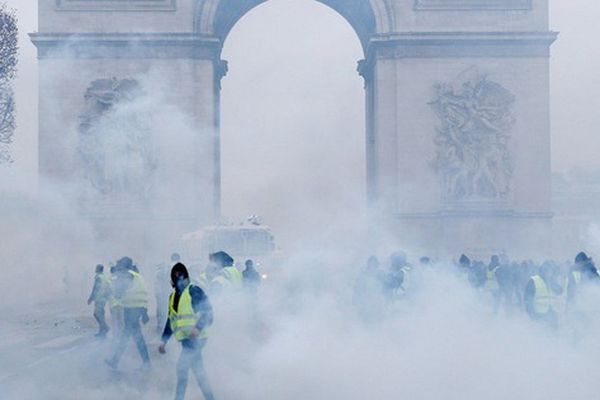 Bế tắc bạo loạn Pháp: 5 con số 'trói chặt' Tổng thống Macron