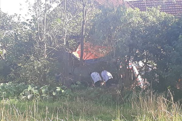 Người đàn ông tử vong dưới ao sau khi chém hàng xóm trọng thương