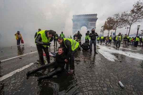 Kinh tế Pháp thiệt hại vì Áo vàng