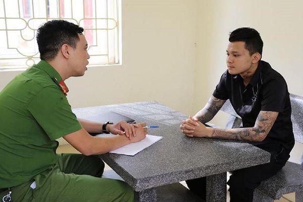Thanh niên xăm trổ bắn chết người rồi trốn sang Trung Quốc