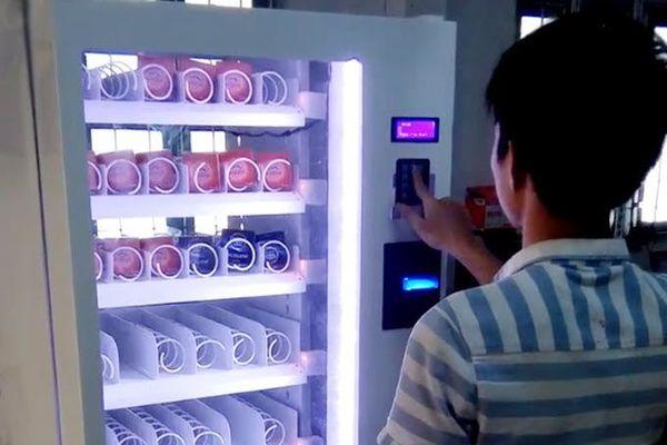 Trường ĐH có máy bán thuốc tránh thai khẩn cấp và bao cao su cho sinh viên