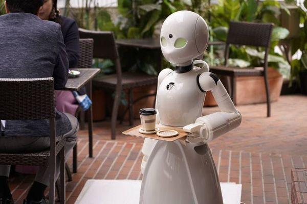 Quán cà phê có nhân viên robot do người bại liệt điều khiển