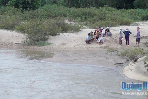 Quảng Ngãi: Tập trung tìm xác người đàn ông lội qua sông bị cuốn trôi